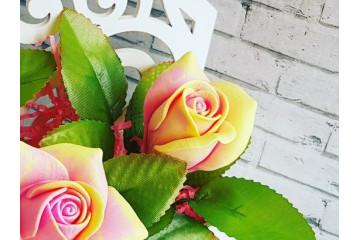 Роза нежная малая