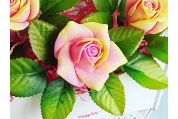 Роза нежная большая