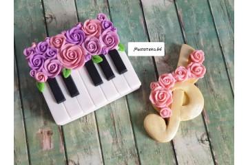 Скрипичный ключ с розами
