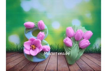 8 марта с тюльпаном